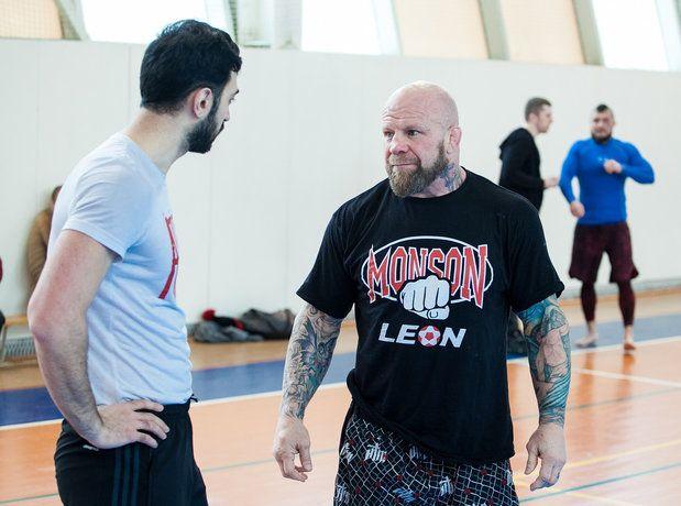 В жизни, как и на ринге, Джефф Монсон отдает предпочтение простой, удобной одежде. Фото: Иван Деденев