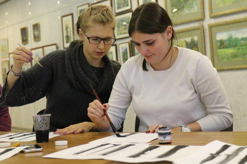 Москвичей научат японской живописи в технике суми-э