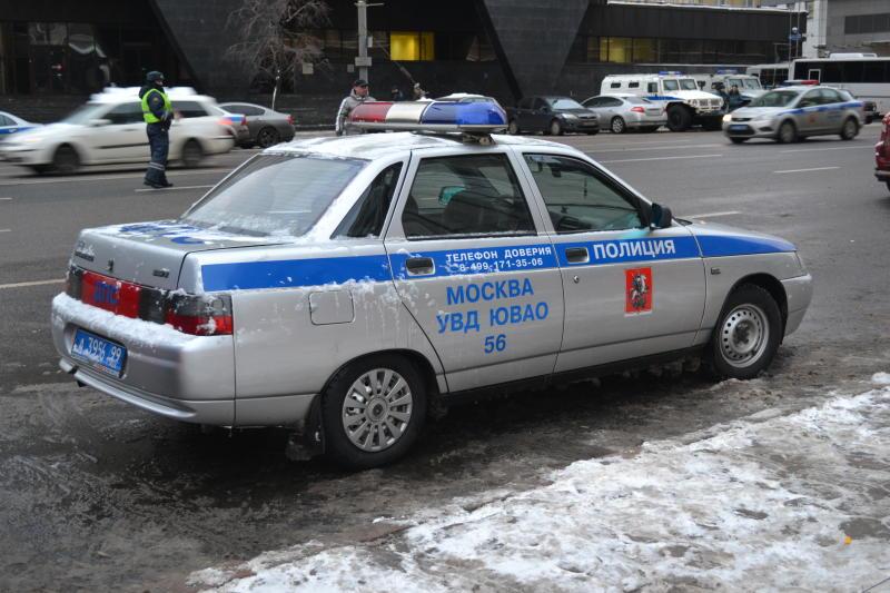Полиция задержала дебошира с топором в одной из школ на юге Москвы