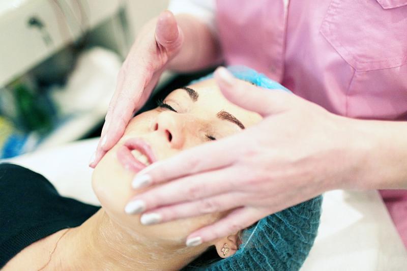 Москвичкам предложат бесплатные косметологические процедуры в честь 8 Марта