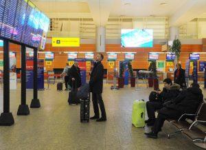 В каждом павильоне для курения в аэропорту Шереметьево будет размещена информация о вреде курения. Фото: Александр Кожохин