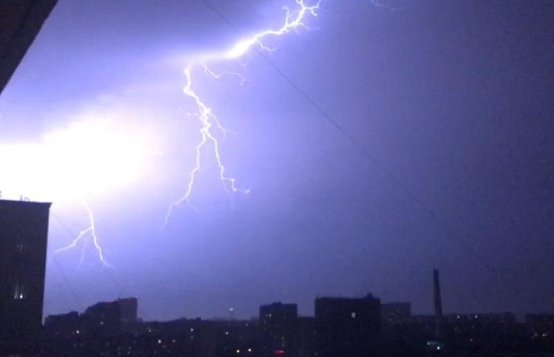 Синоптики прогнозируют в Москве штормовой ветер: есть вероятность стихийных бедствий