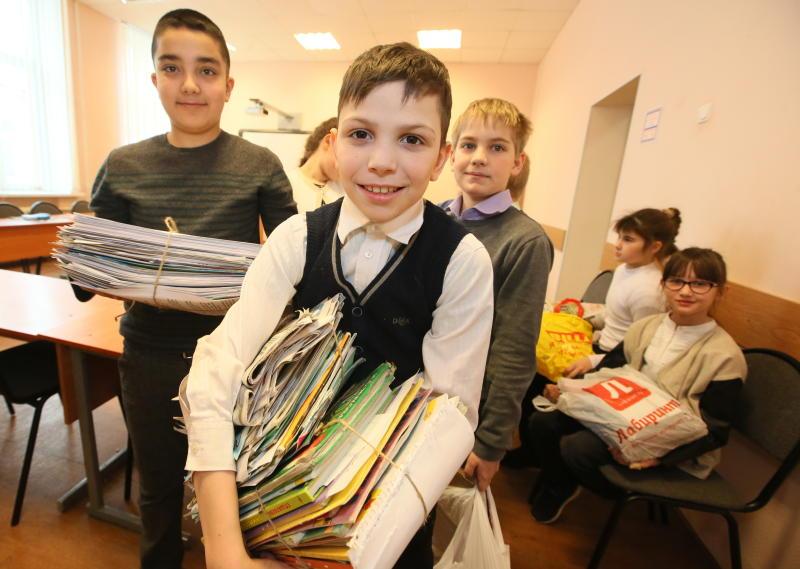 Бумажный бум: ребята из школы №933 собрали больше 3,5 тонны макулатуры