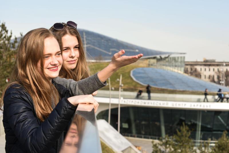 Число посетителей парка «Зарядье» увеличилось вдвое. Фото: Пелагия Замятина, «Вечерня Москва»