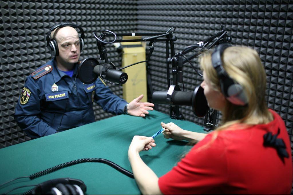 Меры безопасности и поведение во время пожара в закрытых помещениях -радиобеседа на радиостанции Всероссийского общества слепых «Радио ВОС»