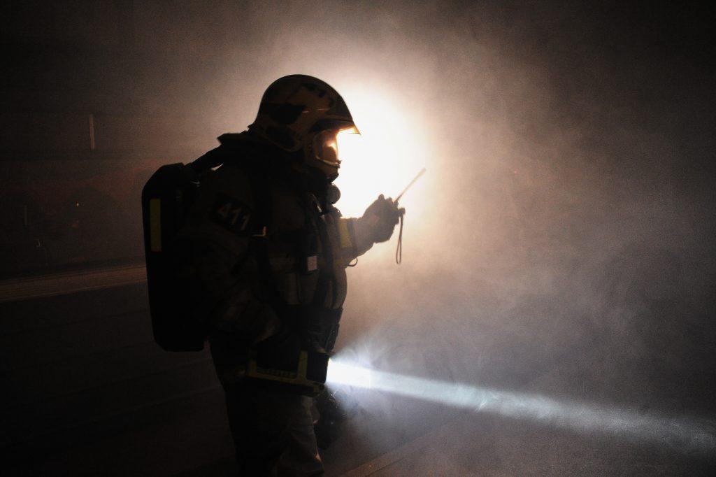 МЧС спасло пятерых человек из пожара на юге Москвы   Южные горизонты 43d238654a5