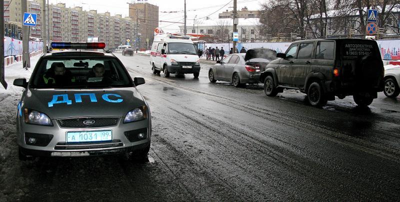 Полиция выехала на место аварии в Южном округе Москвы