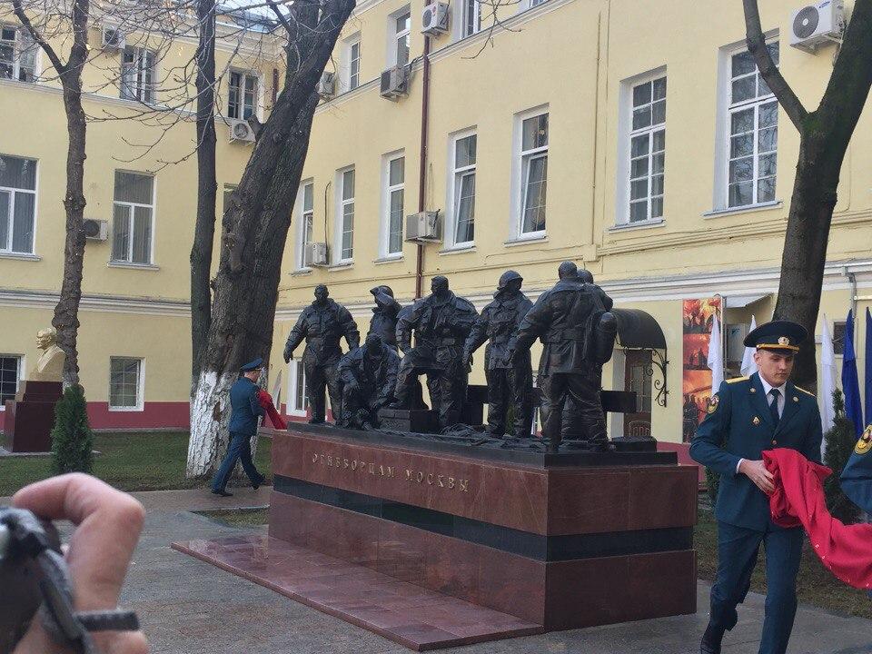Памятник огнеборцам открыли в центре Москвы