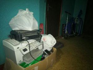Бытовой мусор, который его хозяева всю зиму везли на дачу. Фото: Анастасия Бунтова