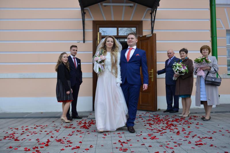 Более полутора тысяч пар поженились на Красную горку