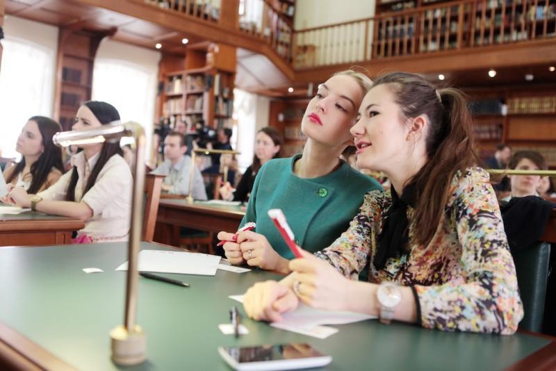 Журналисты Елена Ханга и Владимир Раевский прочитают текст «Тотального диктанта» для жителей ЮАО