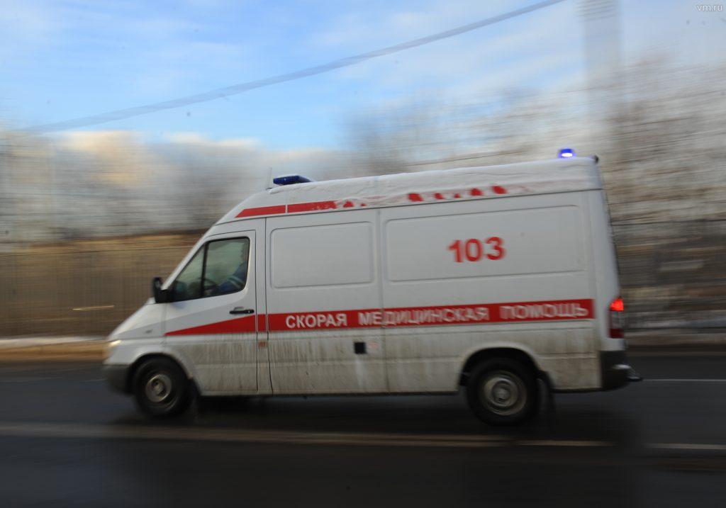 Троллейбус наехал на мачту городского освещения: пострадали люди