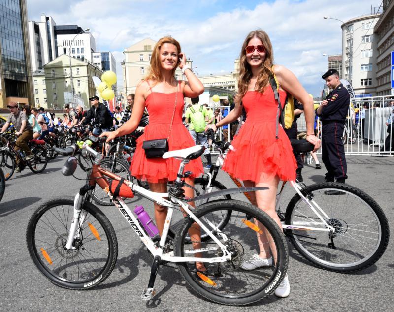 Принять участие в велопараде можно бесплатно, приехав на своем велосипеде или на взятом напрокат. Фото: Антон Гердо