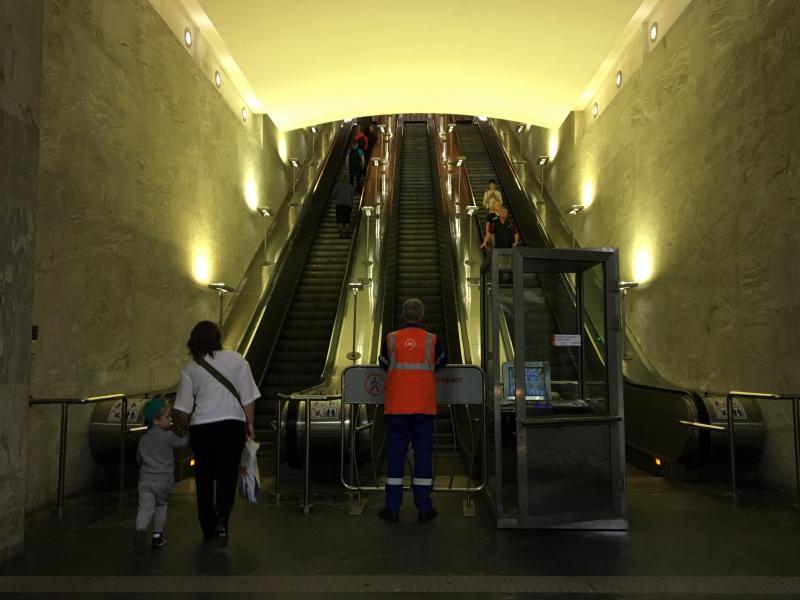 Эскалатор на станции «Тульская» закрыли для проведения ремонтных работ. Фото: Анна Быкова, «Южные горизонты»