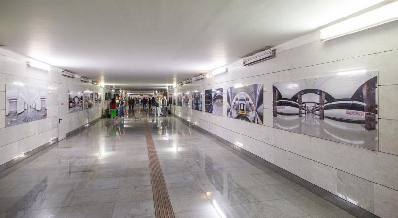 Фотовыставка #СМОТРИШИРЕ открылась на Площади Гагарина