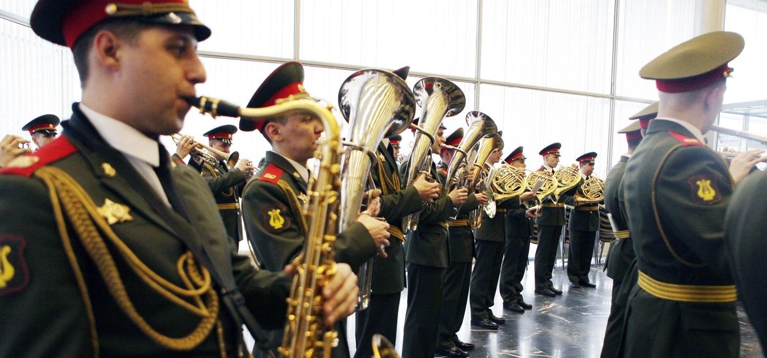 Живые концерты пройдут на трех московских вокзалах в честь Дня Победы