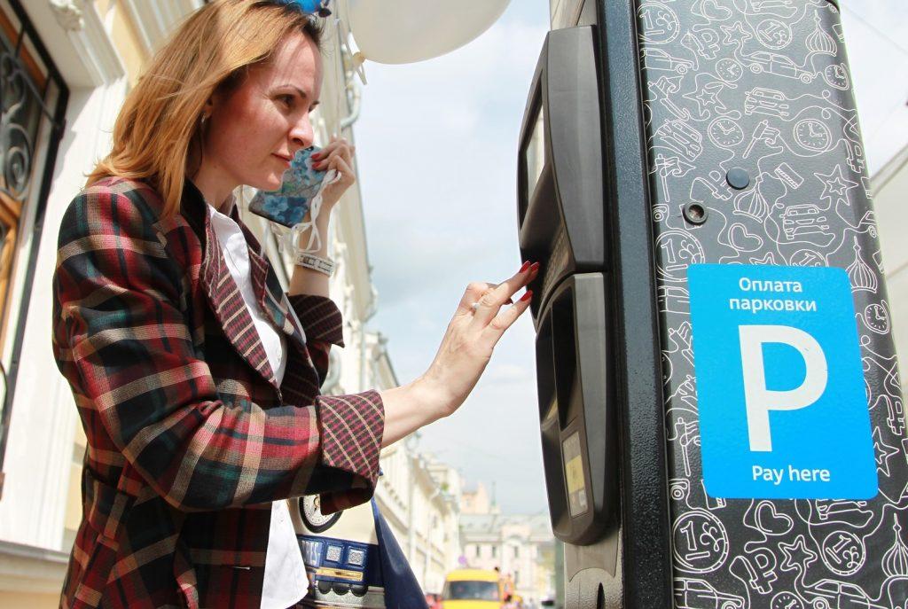 В Москве восстановили оплату парковок через SMS. Фото: Наталья Нечаева, «Вечерняя Москва»