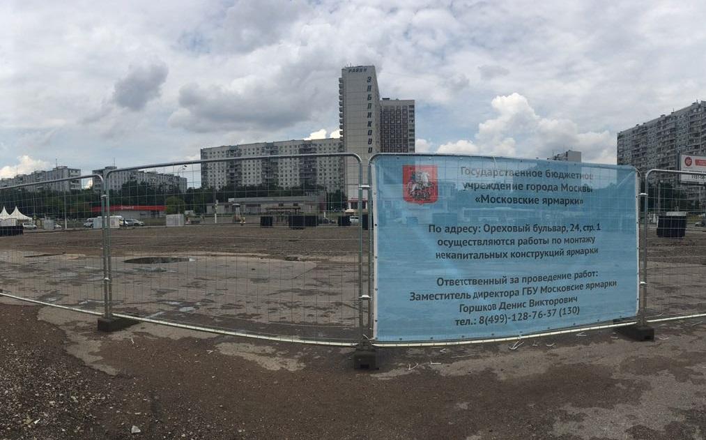 Строительство подиума для фестивальной площадки в Зябликове стартовало