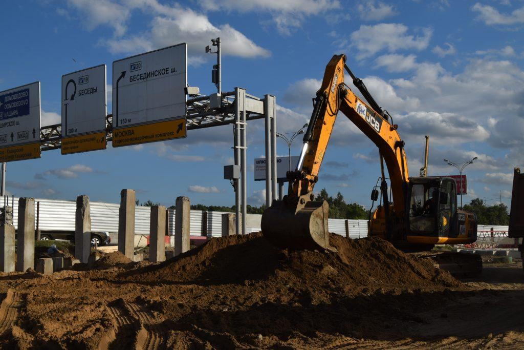 Пересечение Бесединского шоссе и МКАД: установка конструкций для будущего моста завершена