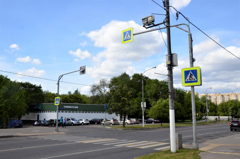 Началась работа по установке светодиодных конструкций на пешеходных переходах Зябликова