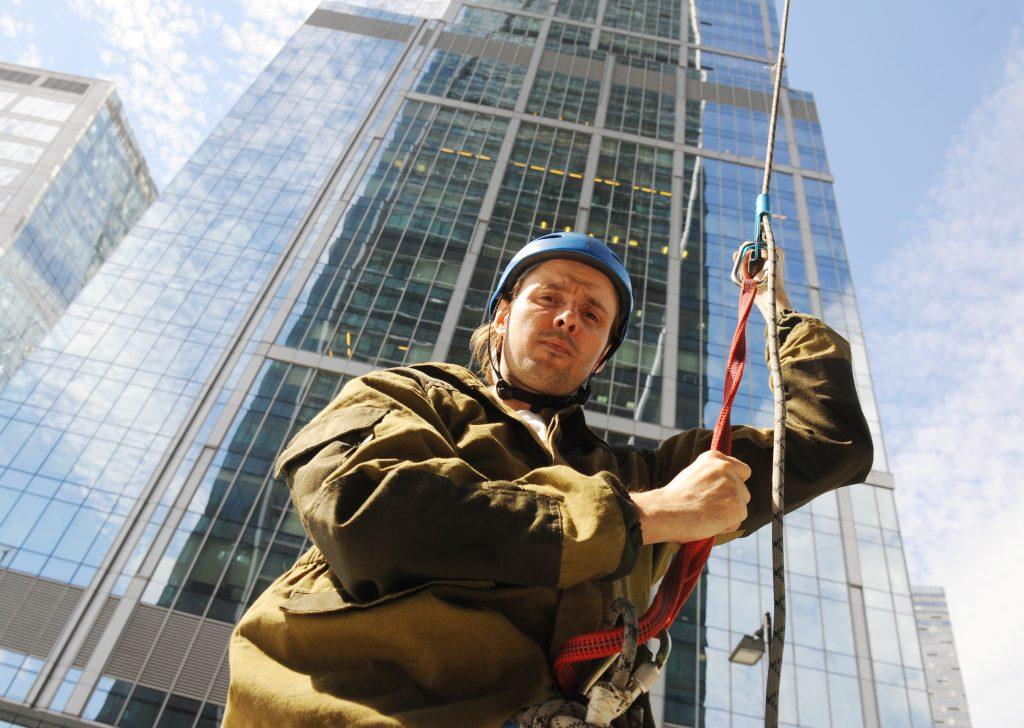 Пришлось применить альпинистское снаряжение. Фото: Александр Кожохин
