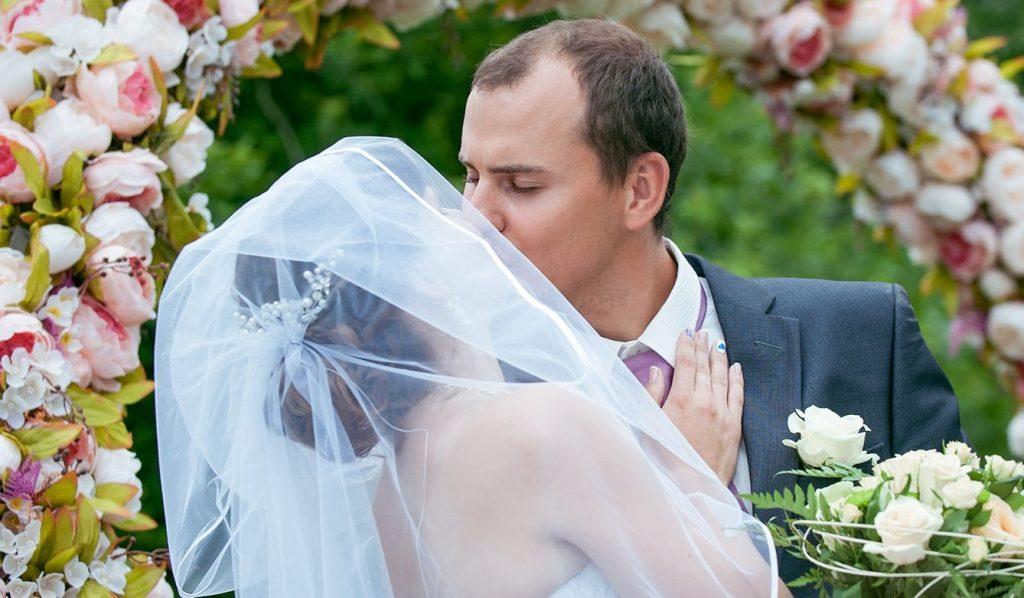 Свыше 60 пар поженятся в День семьи, любви и верности