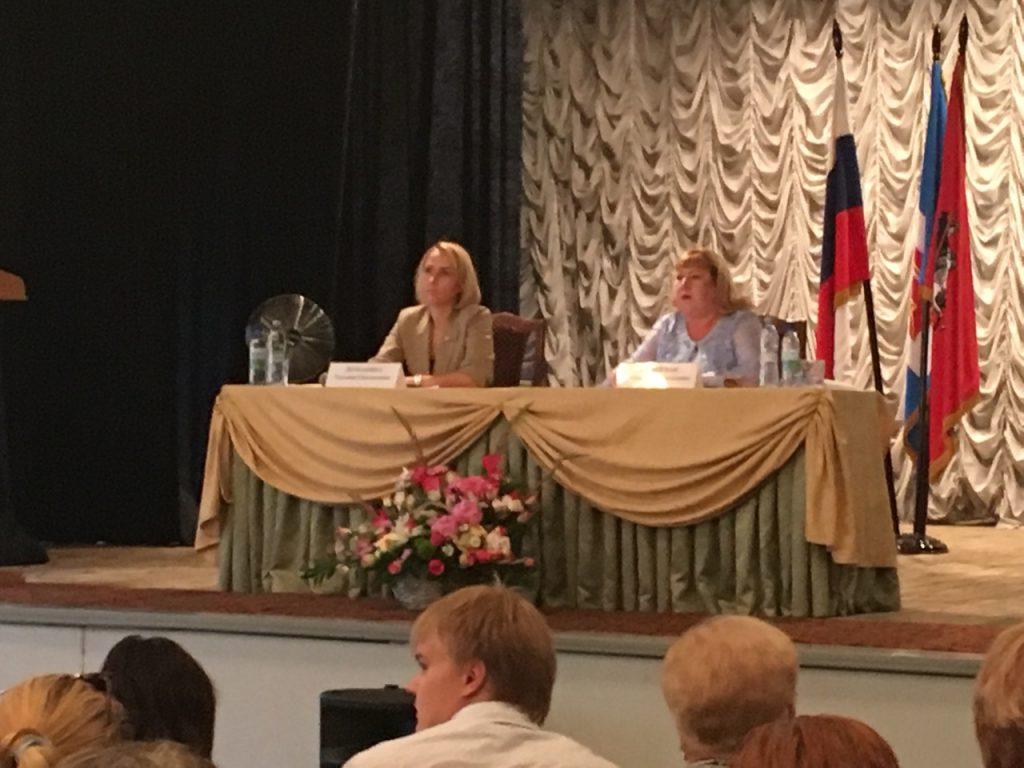 Москвичи обсудили перспективы развития юга столицы с представителями префектуры ЮАО. Фото: Наталья Мезенцева