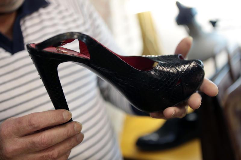 Женскую обувь на 13 миллионов рублей украли со склада в Москве