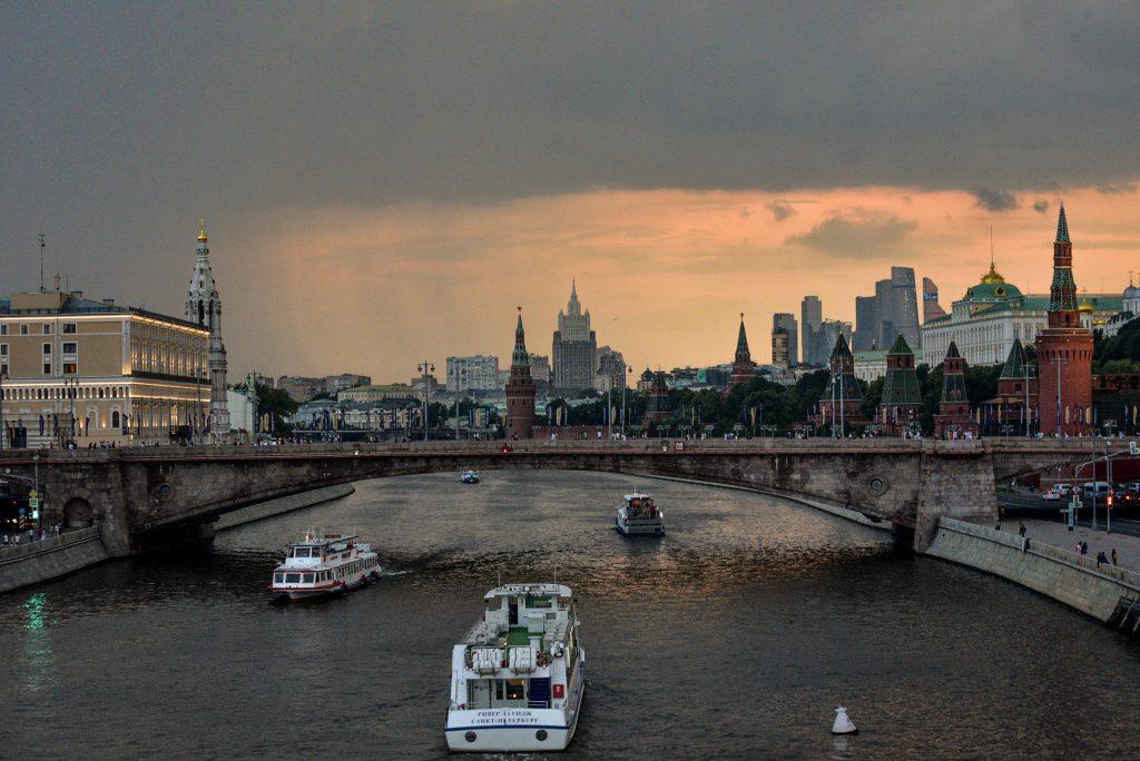 В среду на улицах Москвы упадет температура