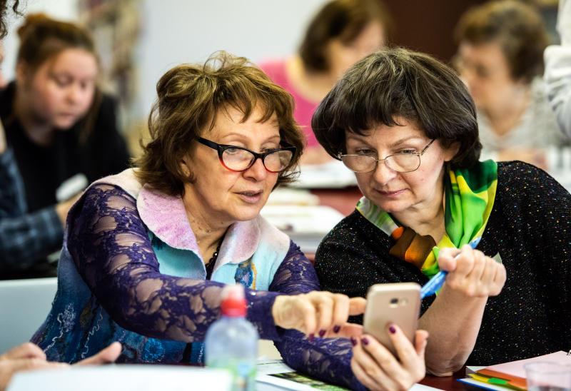 Ученые предлагают заряжать мобильные телефоны от одежды