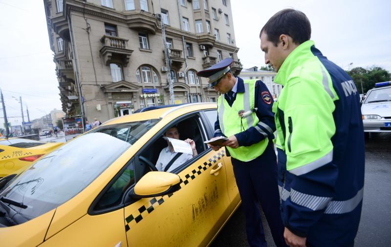 Московским таксистам хотят запретить работать дольше 8 часов
