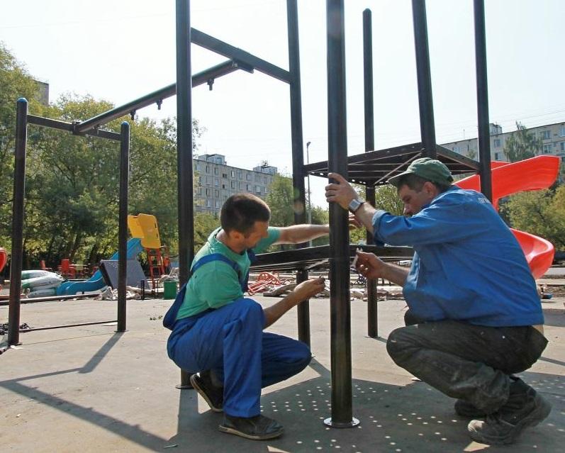 Решение «активных граждан»: специалисты отремонтируют детские площадки в Братееве