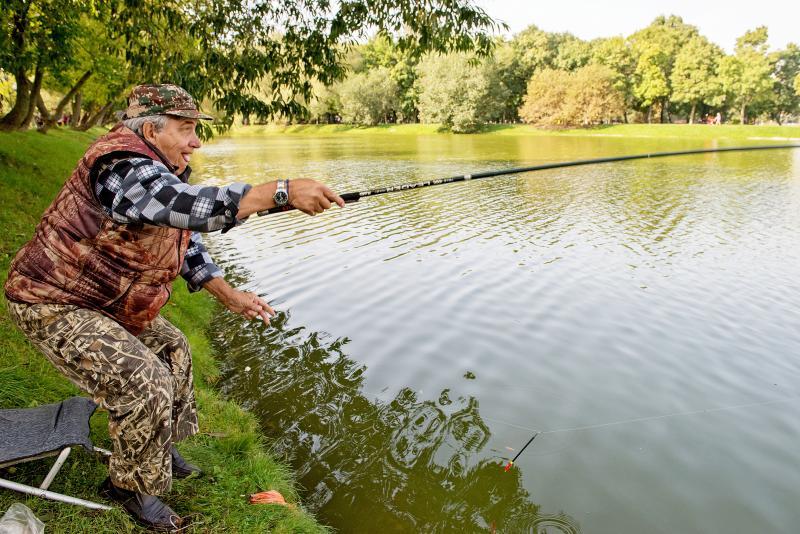 Ловись, рыбка, большая: в Братеевском парке стартовал Чемпионат России по ловле поплавочной удочкой