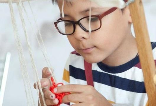 Ткать ковры юных москвичей научат в «Царицыне»