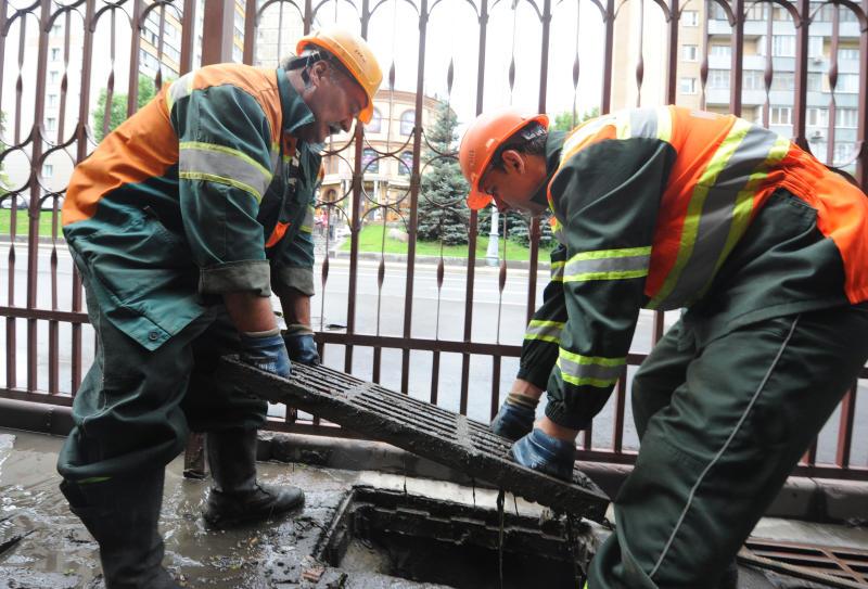 Более 400 сотрудников будут ликвидировать последствия ливня в Москве. Фото: Александр Кожохин