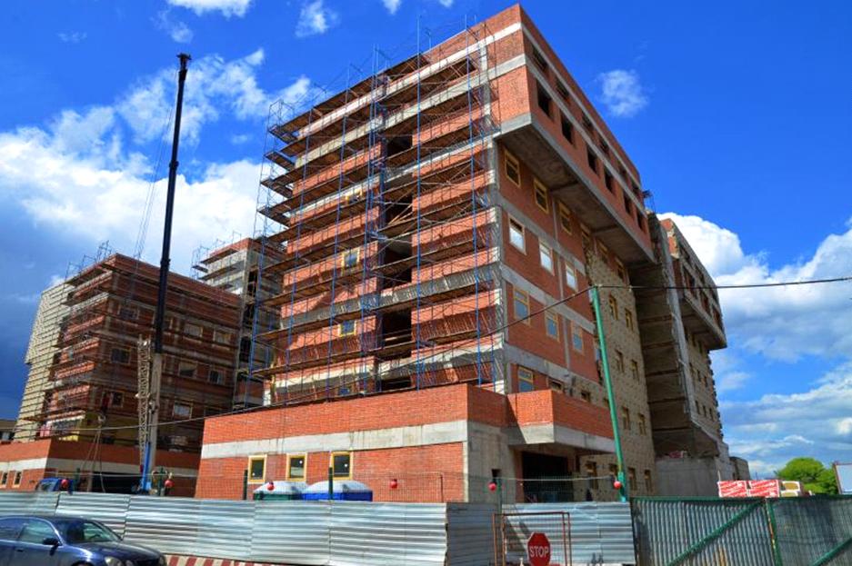 Строительство поликлиники в Нагатинском Затоне выполнили на 65 процентов. Фото: Пелагия Замятина, «Вечерняя Москва»