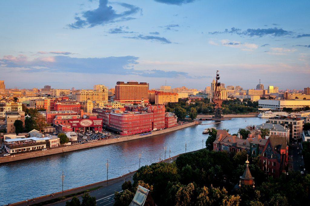 Осенние ночи и летние дни ждут Москву на выходных