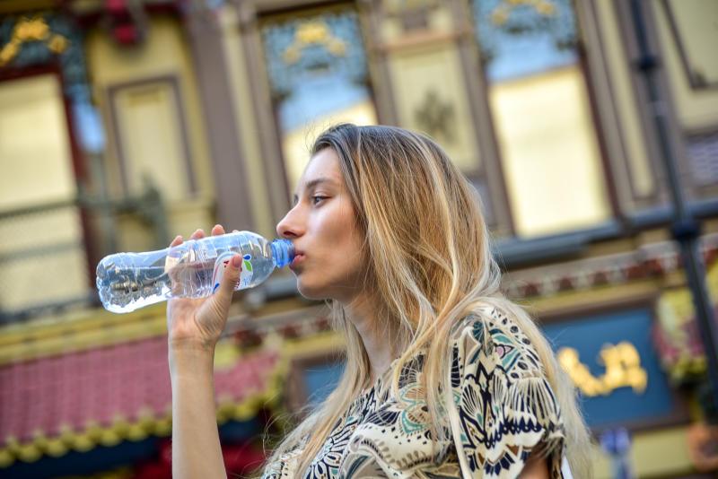 Пассажирам МЦК начали раздавать воду