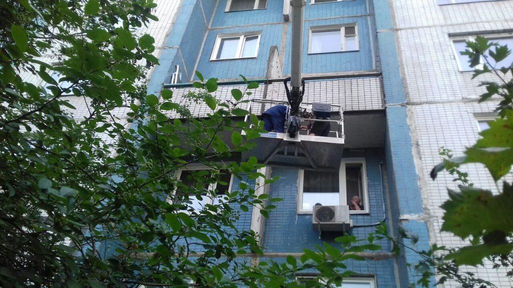 Специалисты «Жилищника» провели санобработку балкона
