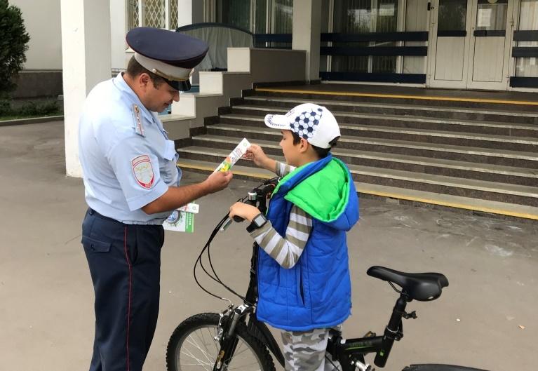 На территории Южного округа столицы прошла акция «Юный велосипедист во дворе»