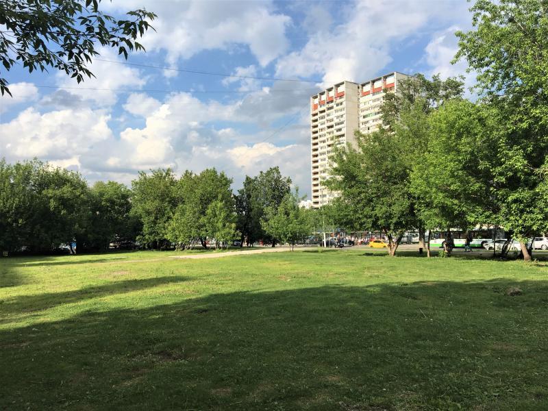 Скверу быть: остатки фундамента общежития Метростроя у «Шипиловской» демонтировали