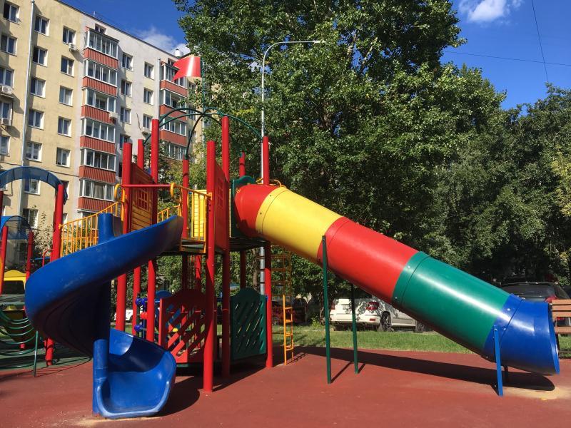 Игровые комплексы отремонтируют в Донском районе за счет средств от платных парковок
