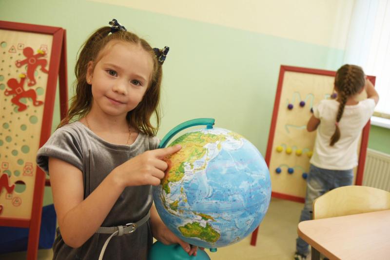 В этом году в школы Москвы пойдут более 105 тыс первоклассников. Фото: Владимир Новиков, «Вечерняя Москва»