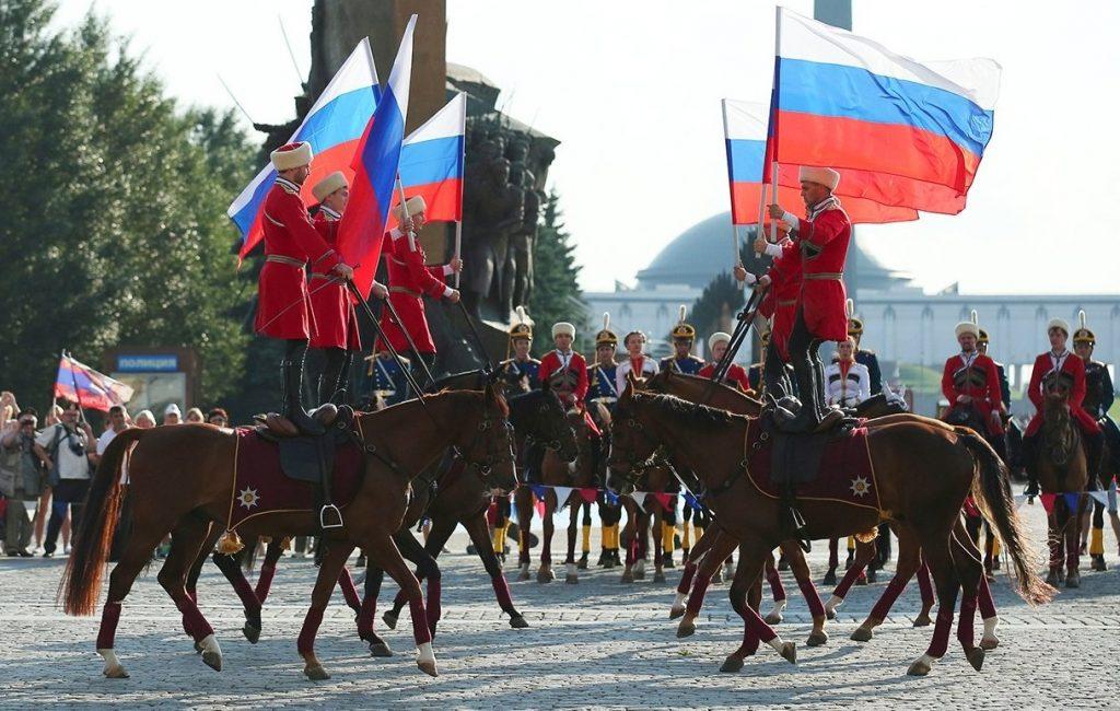 Москвичи смогут сфотографироваться с огромным флагом России в Парке Победы
