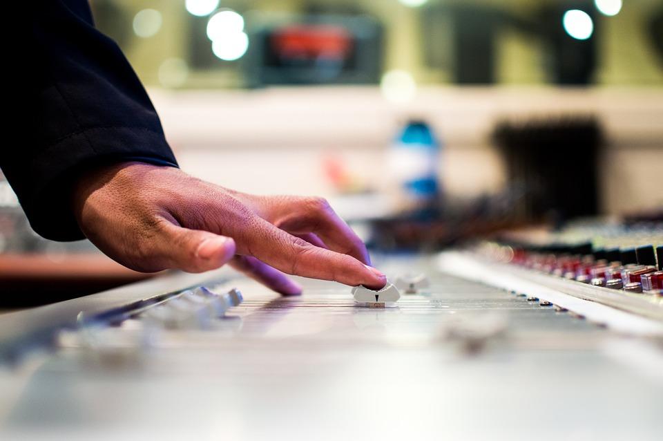 Определить эмоции музыканта и дополнить композицию: виртуального ассистента разработают в МИФИ