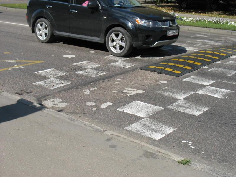 ГБУ «Автомобильные дороги» восстановили искусственные неровности на указанном участке дублера Липецкой улицы. Фото: архив,  «Вечерняя Москва»