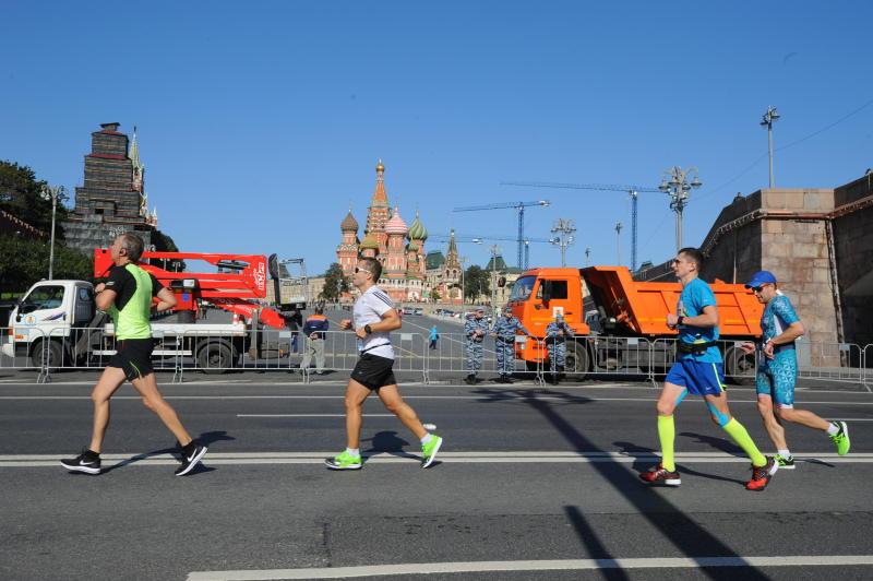 Никитин иСедова стали победителями 10-километровой дистанции наМосковском марафоне