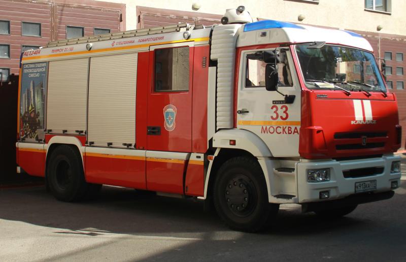 Спасатели локализовали крупный пожар на юго-западе Москвы