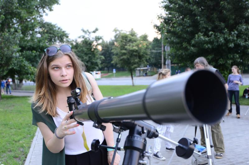 Жители Москвы увидят сближение Луны с Сатурном и Марсом