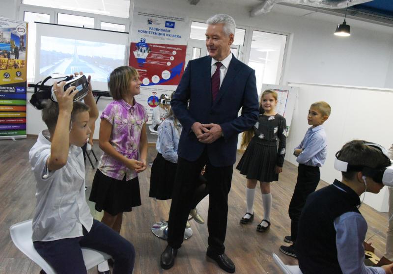 Сергей Собянин открыл первую смарт-библиотеку в Москве